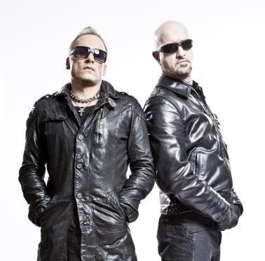 """EISBRECHER -""""10 Jahre, 11 Shows, 12 tausend Meilen und zwei Münchner Bands auf großer Fahrt"""