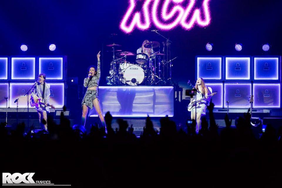 Charli XCX - Support Katy Perry - 05.03.2015 - Lanxess Arena, Köln